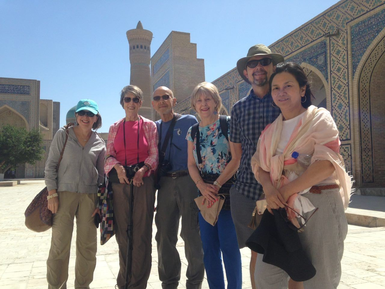 Uzbekistan-travel-by-short-group