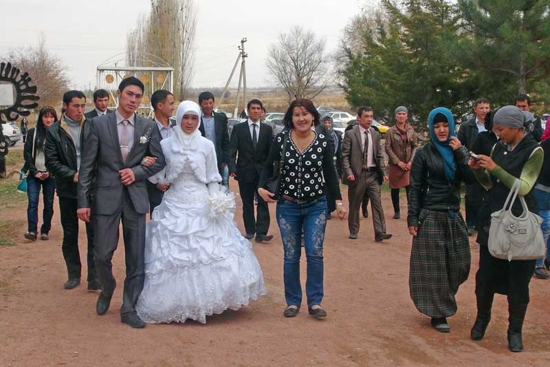 web-Kyrgyzstan-village-wedding