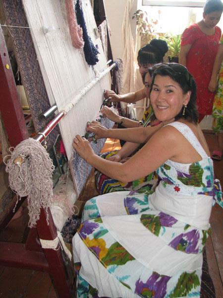 Zulya Rajabova with Samarkand Silk Carpet weavers, Uzbekistan Zulya Rajabova with Samarkand Silk Carpet weavers, Uzbekistan ...